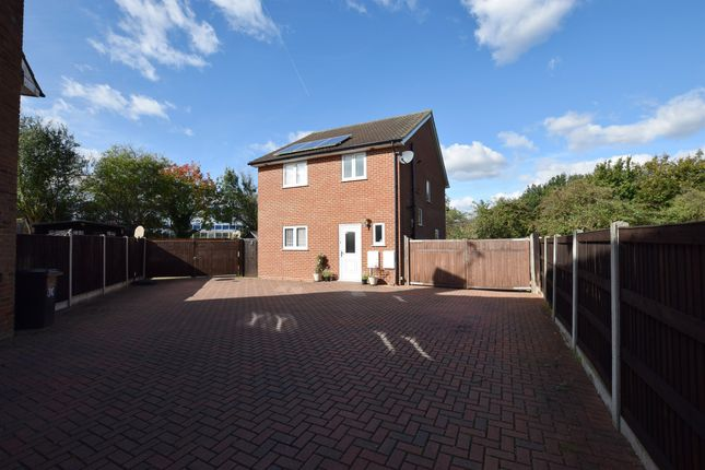 Thumbnail Detached house for sale in Sakins Croft, Harlow