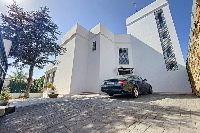 Thumbnail Villa for sale in 29692 Puerto De La Duquesa, Málaga, Spain