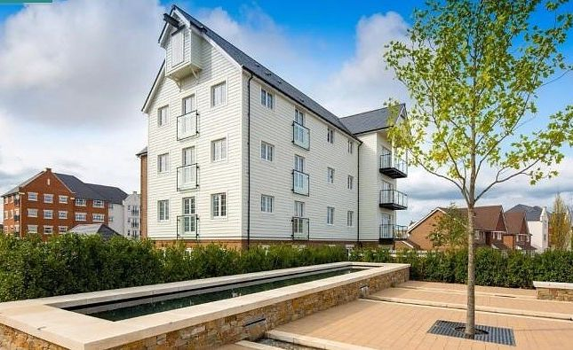 Thumbnail Flat to rent in Harpers Lodge, Arundale Walk, Horsham