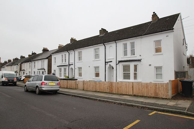 Thumbnail Flat to rent in Wheathill Road, Penge