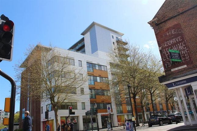 2 bed flat to rent in High Street, Poole