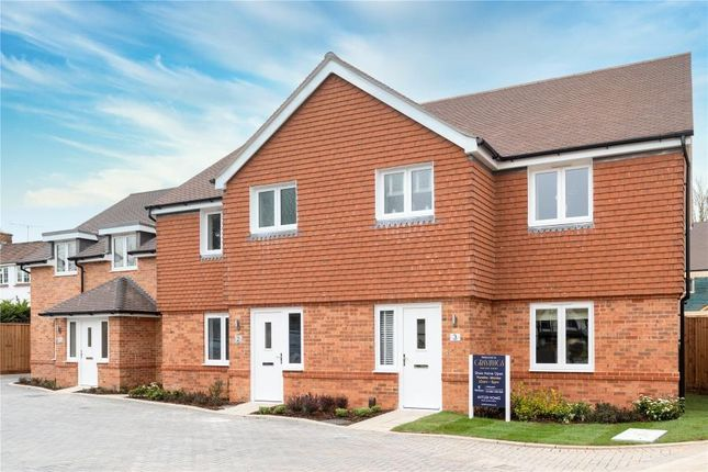 3 bed detached house to rent in Bourne Close, West End, Woking GU24