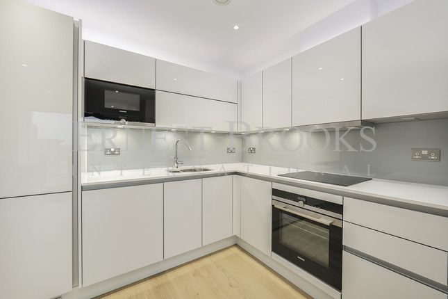 Thumbnail Flat for sale in Rectangular Tower, City North, Finsbury Park
