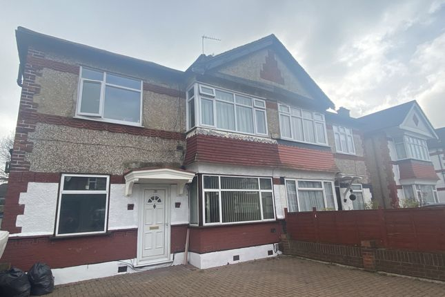 2 bed flat to rent in Lechmere Avenue, Woodford Green, Essex IG8