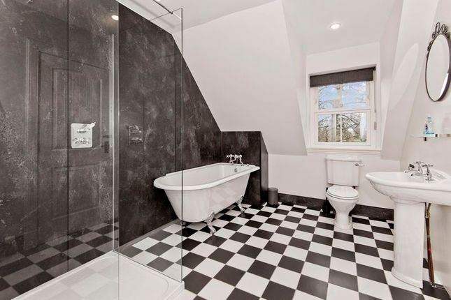 Family Bathroom of Thatched Cottage, Murroes, Broughty Ferry DD5