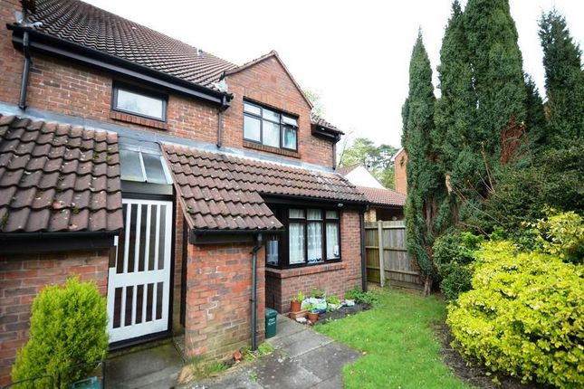 Thumbnail Maisonette to rent in Gordon Road, Camberley