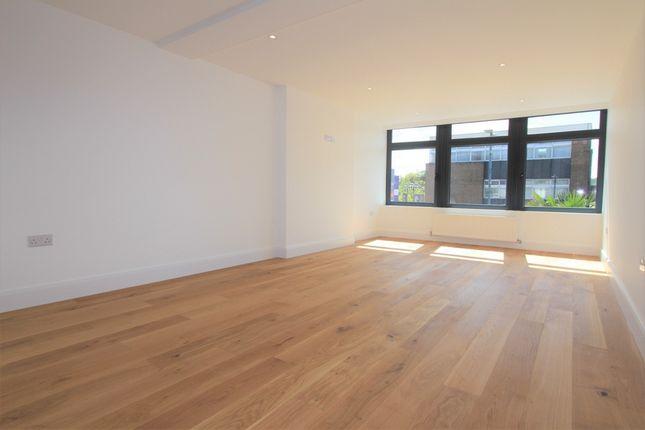 Thumbnail Flat to rent in Shenley Road, Borehamwood