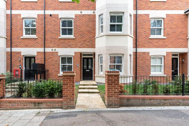 Thumbnail Maisonette for sale in Warwick Avenue, Bedford