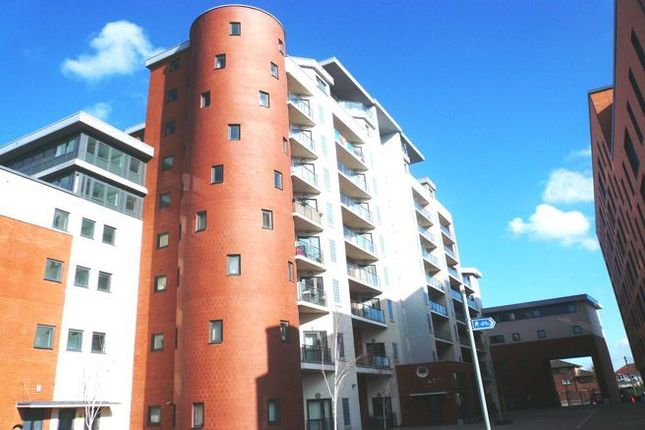 Thumbnail Flat to rent in The Junction, Slough