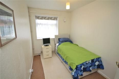 Picture No. 05 of Royal Drive, Epsom KT18