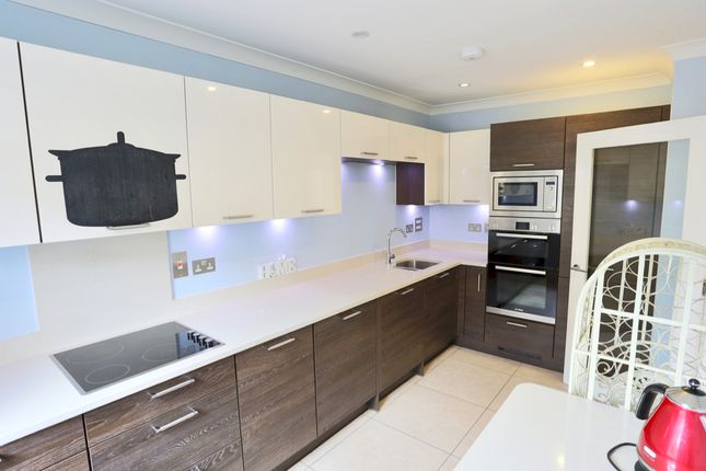 Thumbnail Town house for sale in Ashford Close, Woodstock