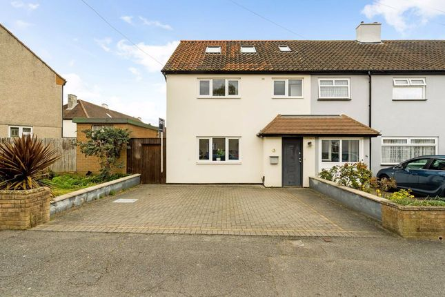 Thumbnail Property for sale in Hatherleigh Close, Chessington