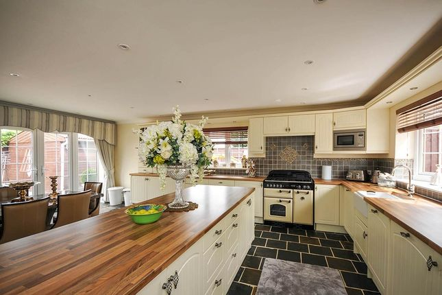 Thumbnail Semi-detached house to rent in Holmcroft Way, Bromley