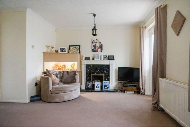Living Room of Yardley Way, Grimsby DN34