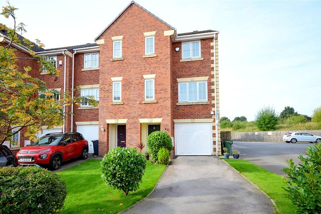 4 bed town house for sale in Kiln Avenue, Mirfield WF14