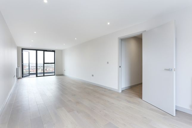 3 bed flat to rent in 31 Margil House, Singapore Road, London