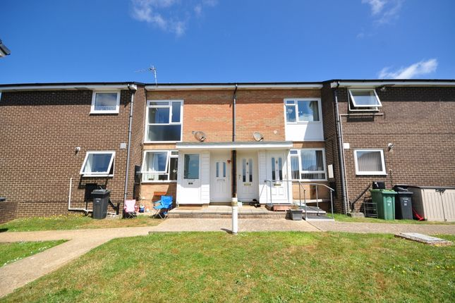 2 bedroom flat to rent in Forest Way, Winford, Sandown