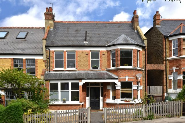 Flat for sale in Montague Avenue, London