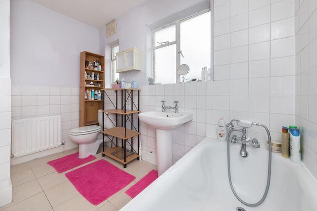Bathroom of Kemsing Road, Greenwich, London SE10