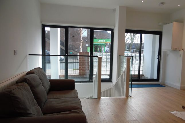 Thumbnail Duplex to rent in Crescent Lane, Clapham Common