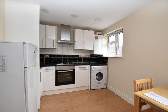 Thumbnail Flat to rent in Church Walk, Brighton Road, Horley
