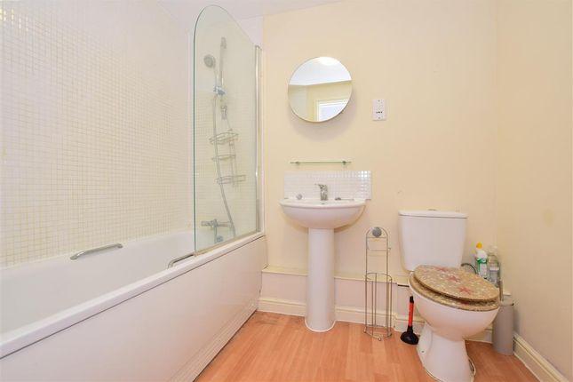 Bathroom of Speldhurst Close, Ashford, Kent TN23