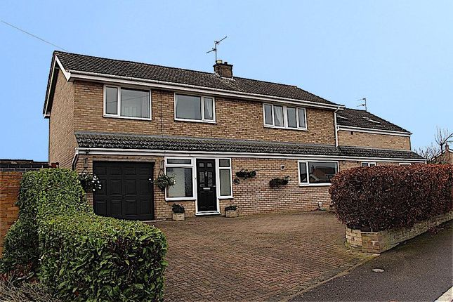 Thumbnail Detached house for sale in Longcliffe Road, Grantham