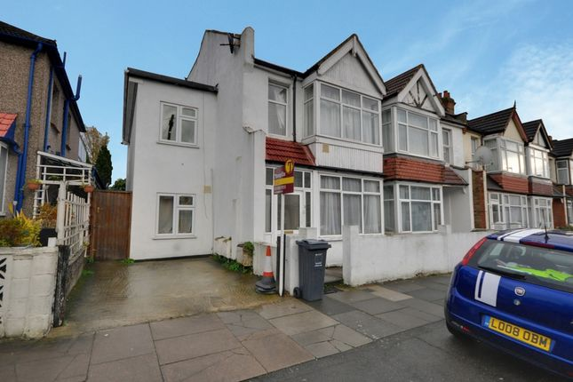 Thumbnail Flat to rent in Kings Avenue, Hounslow
