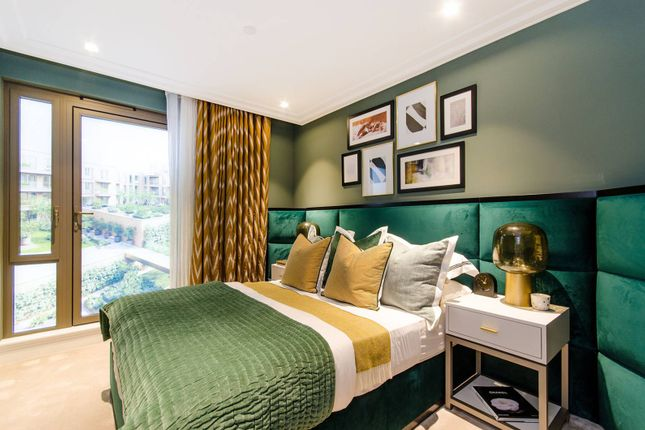 Thumbnail Flat for sale in Queen's Wharf, Hammersmith