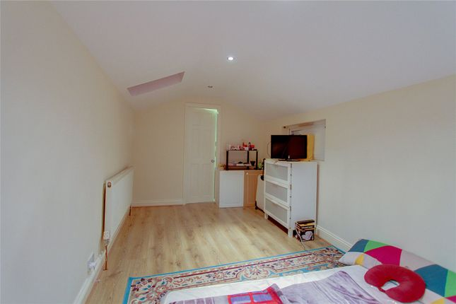 Thumbnail Studio to rent in Cherry Orchard Road, Croydon, Greater London