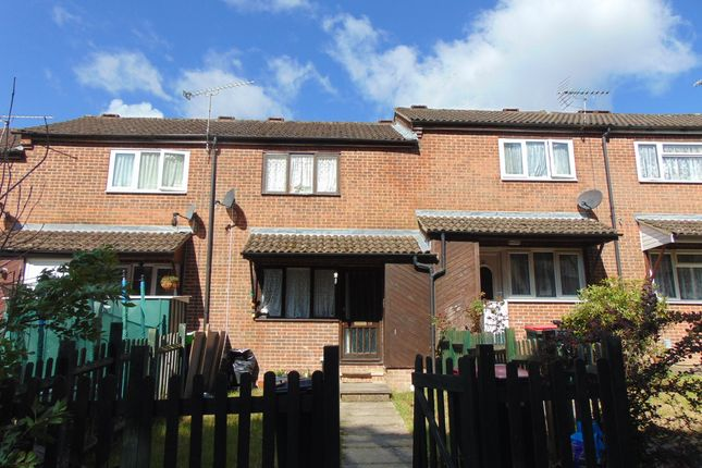 Thumbnail Terraced house for sale in Hedgeside, Tollgate Hill, Crawley
