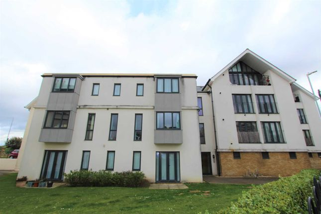 2 bed flat to rent in London Road, Gravesend DA11