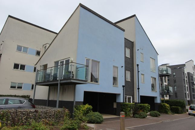 Thumbnail Flat to rent in Redshank Road, Chatham, Kent