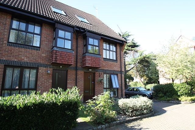 Thumbnail Flat to rent in Badgers Close, Woking
