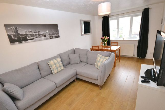 Thumbnail Flat for sale in Greenway Close, Friern Barnet, London