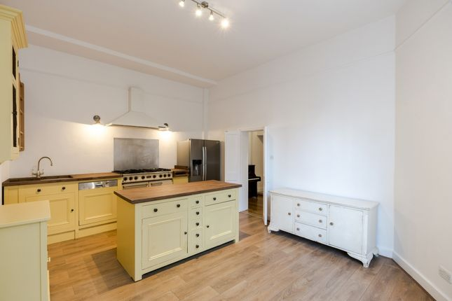 Thumbnail Mews house to rent in Garden Mews, London