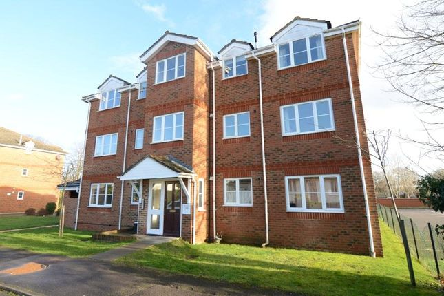 Thumbnail Flat to rent in Sherborne Road, Farnborough