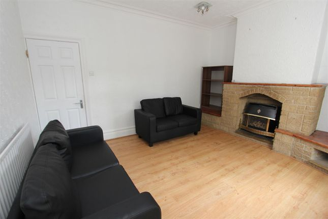 Thumbnail Property to rent in Belle Vue Avenue, Leeds