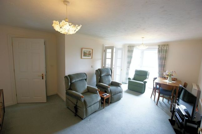 Lounge of Faregrove Court, Grove Road, Fareham PO16