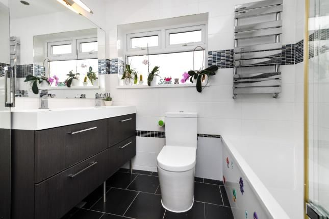 Bathroom of Fyfield Road, Rainham RM13