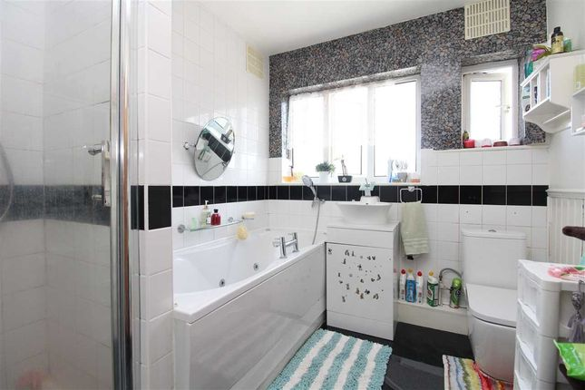 Bathroom of Bournemouth Park Road, Southend-On-Sea SS2