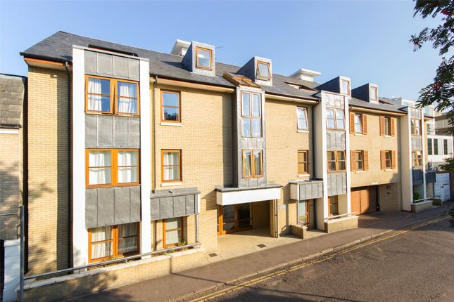 3 bed flat to rent in Garden Court, Cambridge CB1