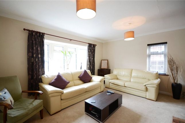 Lounge B of Anderson Avenue, Earley, Reading RG6