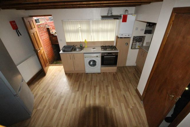 Thumbnail Flat to rent in Longroyd Place, Leeds