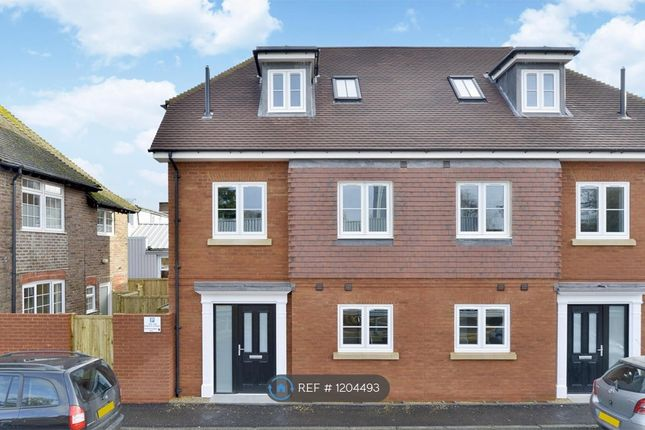 3 bed semi-detached house to rent in West Street, Haslemere GU27