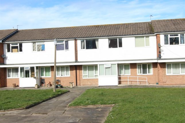 3 bedroom flat for sale in Larchwood Close, Heswall, Wirral