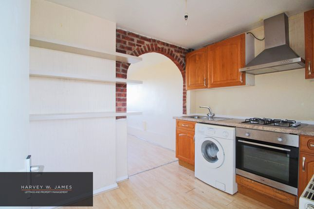 Thumbnail Flat to rent in Kingfisher Road, Larkfield, Aylesford