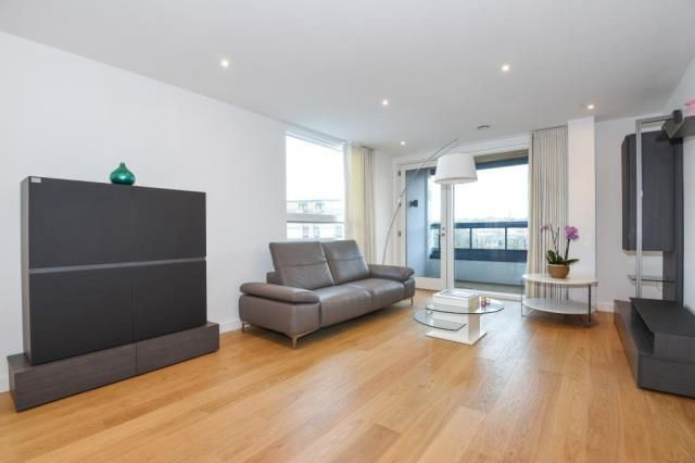 Thumbnail Flat for sale in Holland Park Avenue W11,