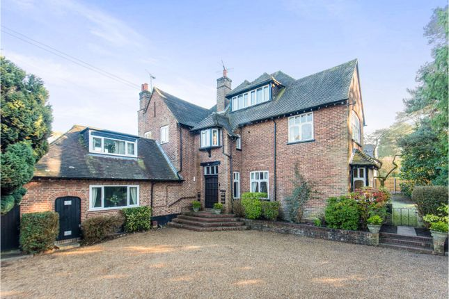 Thumbnail Flat for sale in Tekels Avenue, Camberley
