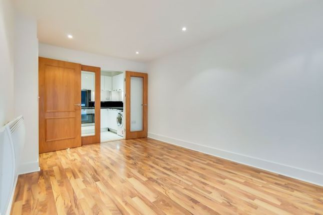 Flat for sale in Brewhouse Lane, London